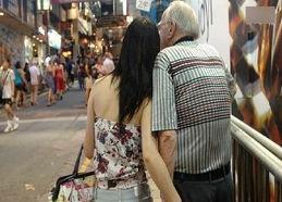 我被外国人操逼-...何中国女人见到老外就疯狂