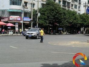 横穿马路的行人 你真的 赶时间 吗