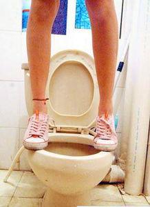 大部分女性不敢放心使用公共卫生间的马桶-公共卫生空间如何才卫生 ...