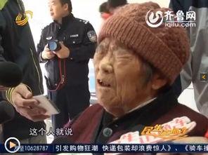 被撞的老太太讲述事发场景.(视频截图)-济南八旬老太被撞骨折 肇...