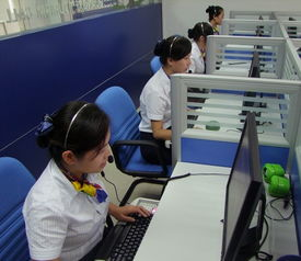 图:呼叫中心工作人员在接听游客的咨询电话-广西旅游呼叫中心12301...