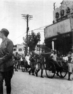 押赴刑场(来源:照片中国博客)-1947年12月1日 大汉奸殷汝耕被枪决