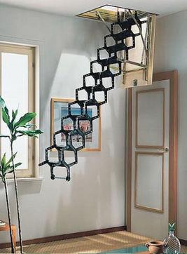 小阁楼简易楼梯装修鉴赏 漂亮还节省空间-小阁楼楼梯的装修就随你发挥