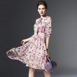 1.欧美时尚连衣裙   镂空的圆领设计,显露出迷人性感的颈脖,增添几...
