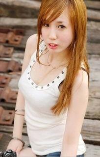 件流出最新艳照性爱视频,其中有位艺人赫然就是台湾女星张艾亚(曾...