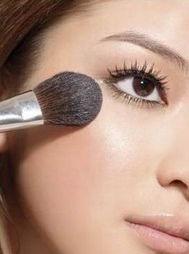 阴茎入珠真实照片-3、 眼线笔显轮廓   下眼线可以选用蜡质眼线笔描绘,颜色方面可以选...