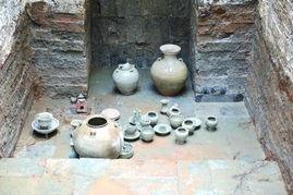 人士表示,这座墓葬及陪葬品反映了当时福州的生活风俗原貌,是极为...