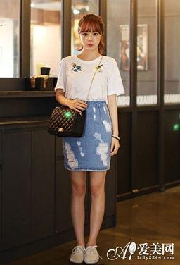 包臀裙 T恤 韩国街拍最热搭配充满朝气活力