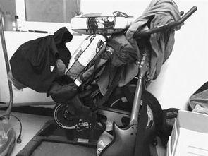 动态图尴尬自行车-...堆满杂物的动感单车.-小家电境遇尴尬 买按摩椅用几次后就很少用