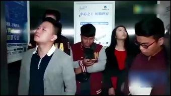 男女电梯上演活春视频
