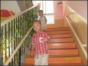 出差与壮熊玩多p-呵呵,来到幼儿园大厅后,壮儿又发现他的好玩具――滑梯!上次壮儿...