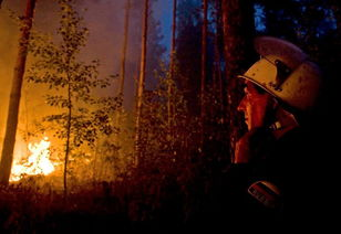 多次野火,令人窒息的烟雾一度包围俄罗斯首都莫斯科,标志性的红场...