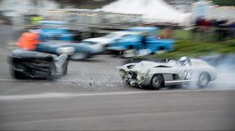 万修皆道-当时奔驰驾驶者梅斯从减速弯道驶出,发现了在他前面的准备进入维修...