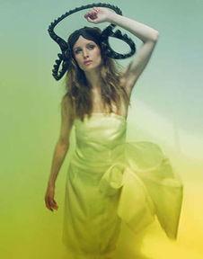 比 疯帽子 更疯狂的帽饰,比Lady Gaga蝴蝶结发髻更Gaga的彩发造型 ...