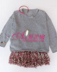 漫春意.紫色的长筒袜搭配红色平底鞋,充满小女孩气息的漂亮活泼颜...