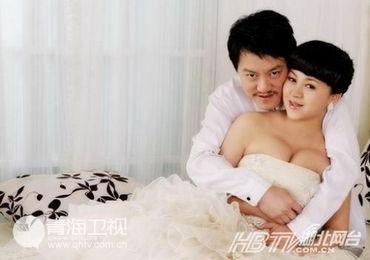 ...的第二天,就与网络红人俞晴领取了结婚证.新妻子拥有火辣身材.-...