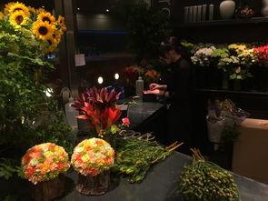 能保存两三年的永生花,靠近1500人名币,好贵   ,好漂亮,简直移不...