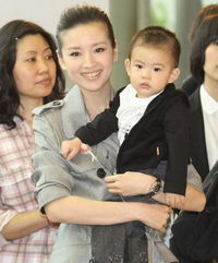 漂亮妈妈董洁与儿子-明星家的宝宝谁继承了优良基因