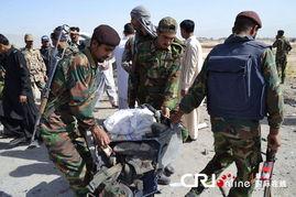 ...年5月23日,巴基斯坦奎达,巴基斯坦军人检查安全部队车辆的残骸...