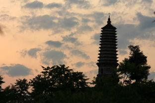 神庙,寄托着太子丹及千万人对英雄的崇敬.现在,虽然只有半截残塔...