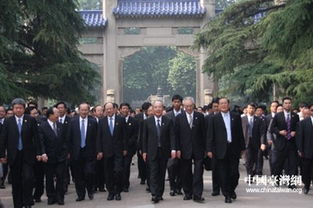 ...陆访问团成员及其他党员代表抵达南京中山陵-中国国民党主席吴伯雄...