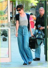 ...莱坞掀起高腰 肥佬裤 热潮