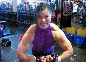 近日,日本女健美运动员Tomoko Kanda在社交网络上爆红.肌肉与美...