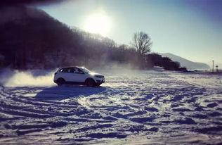 白马金羁踏宇内-难得遇见大片的雪地,有兴奋的媒体老师已经按捺不住,开车在雪地上...