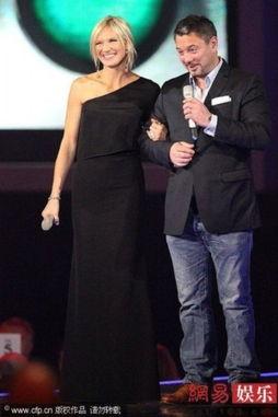 ...Whiley和Huey Morgan登台颁奖.-第32届全英音乐奖 星光璀璨,惊喜...