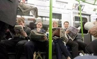 么一个段子大概意思是:   中国人地铁上都在玩手机?   欧洲人地铁上...