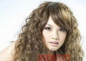 女生长发小卷烫发发型