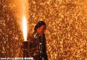 礼花筒怎么放图解-...到来日本民众放烟花筒庆祝传统节日 节分