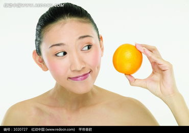 看着橙子的美女图片 1020727