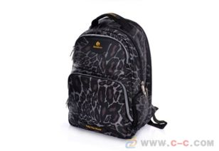 L   深圳市方淇箱包手袋有限公司的主营产品有:手袋|箱包|背包|电脑包|...