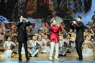 ...,95岁高龄的笛子演奏家陆春龄携弟子一起演奏《我的祖国》.-中国...