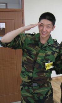 李准基结束军事训练 荣获 陆军训练少将奖