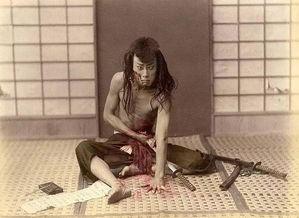 日本武士们的妻子,为了免遭强奸就会选择 切腹