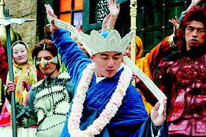 憨圣-《情癫大圣》将于12月22日在全国各大城市同步上映.作为《大话西游...