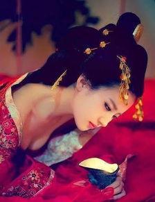 待我长发及腰,少年娶我可好   待... 待我着上嫁衣,少年可否许我一世...