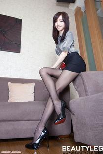 电力十足的翘臀美女大胆臀模黑色紧身皮裤诱惑图片让人想入非非 美女...
