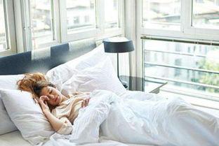 颈椎病患者如何get到睡觉的正确姿势 选对枕头很重要