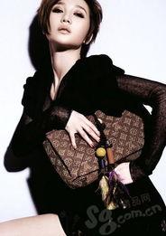 ...抹胸裙、手袋、高跟鞋 All by Dior-阿朵 方寸包袋的部落诗性