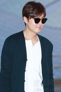 ...月31日晚上,韩国人气男演员李敏镐现身仁川国际机场赶赴菲律宾马...