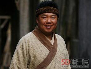 李大嘴的老娘是江湖人称的断指轩辕,年龄55岁,是传说中的赌坛神人...