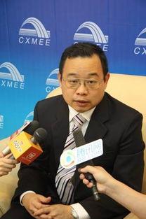 凤凰卫视著名主持人朱文晖-朱文晖 谁把大学生这块金矿挖了谁就牛