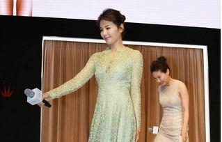 刘涛内衣秀蕾丝诱惑 丝袜美腿高跟鞋现美胸