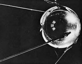 ...年1月4日 第一颗人造卫星返回地球