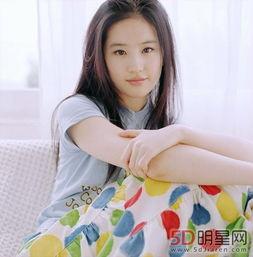 刘亦菲妈妈53似仙女 刘亦菲妈妈年轻照片