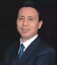 历任   沈阳铁路局   长春分局团委副书记、书记、长春车站副站长、...
