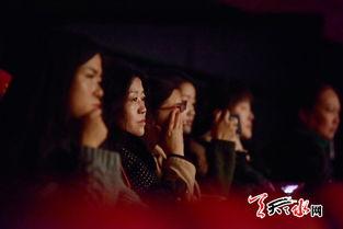 ▲微电影《爱·不释手》首映现场,跌宕起伏、感人至深的剧情吸引,...